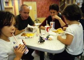 Adolescenti e cibo: attenzione alle cattive abitudini