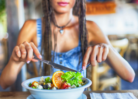 I 10 consigli per battere la stanchezza estiva a tavola