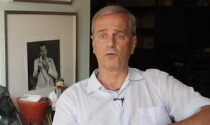 Enrico Bertolino: un 'egoista' votato alla solidarietà
