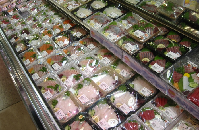 Fresh fish in the supermarket, album di mdid/flickr