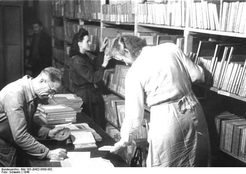 Bundesarchiv Bild, German Federal Archive - Berlin 1946, Schall-Archiv des Berliner Rundfunks/Wikimedia Commons
