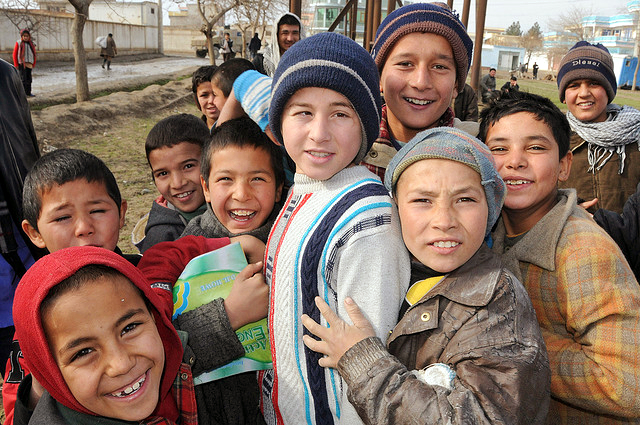 A group of Afghan children, Photo by John Scott Rafoss/album di AfghanistanMatters/flickr
