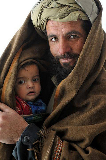 Afghan father, album di isafmedia/flickr