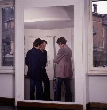 Michelangelo Pistoletto, Sacra conversazione (Anselmo, Zorio, Penone), 1974 all'interno della casa di Pistoletto in via Cibrario a Torino. Courtesy Cittadellarte-Fondazione Pistoletto, Biella