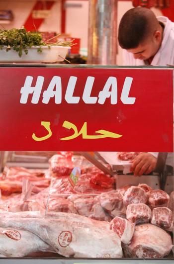 turismo sicurezza Sharif Lorenzini salute proibito pasta musulmani made in italy lecito La Mecca kosher immigrati Halal International Authority farmaci cosmetici consumatori cibi certificazioni carne business bevande