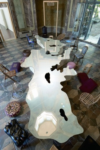 Love Difference - Mar Mediterraneo, 2003-2005 Specchio e legno, cm 738 x 320 x 50 Fondazione Pistoletto, Biella Foto: P. Terzi