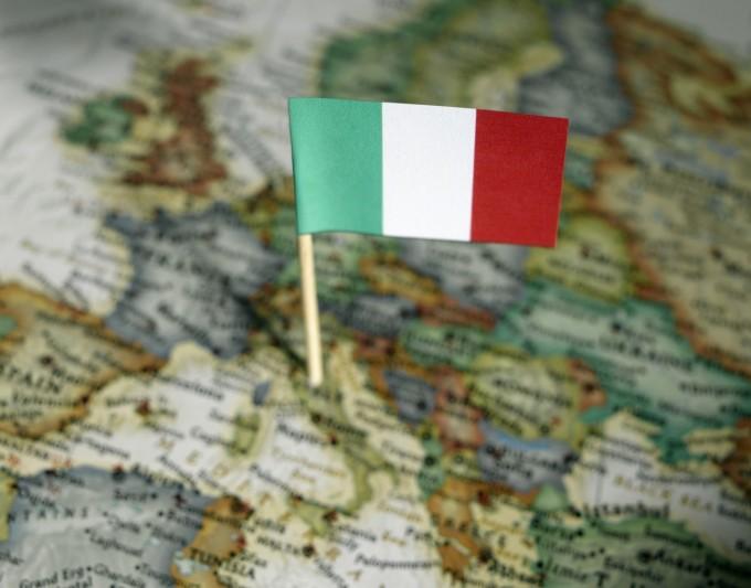 Bandiera italiana sulla cartina, Image by © Ocean/Corbis