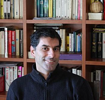 Emiliano Sbaraglia, insegnate, scrittore, giornalista. Foto concesse da Fanucci Editore.