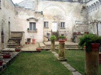 """Matera, chiostro dell'ex convento cinquecentesco """"Le Monacelle"""""""