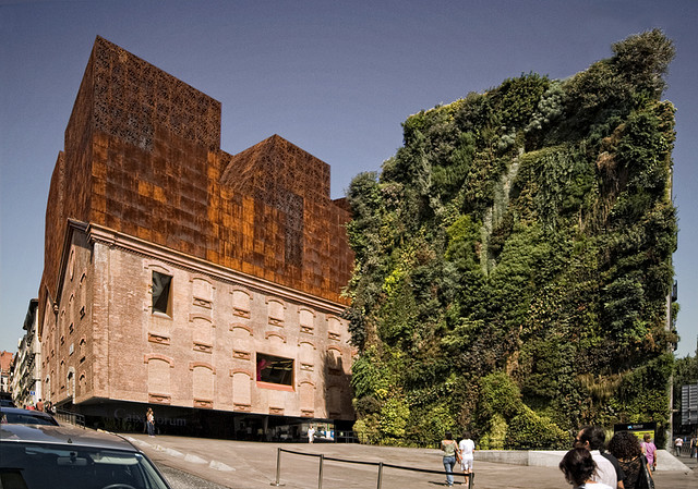 Caixaforum de Madrid, Author Rehabilitation from Herzog & De Meuron. Year 2008 - green wall, conceived with French artist Patrick Blanc - album di derkeNuke/flickr