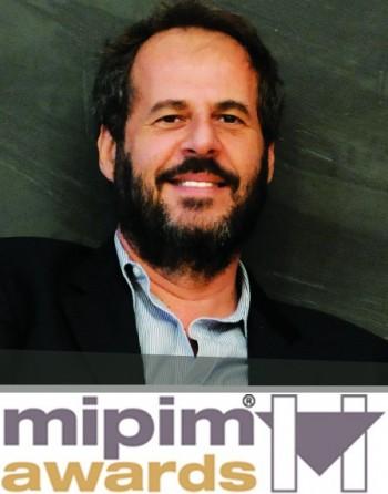 """L'architetto Mario Cucinella, sotto il premio """"Mipim Award 2011"""""""