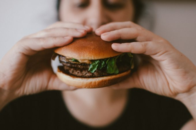 Hamburger e fame nervosa
