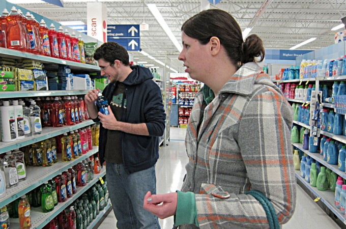 Selecting Detergent, album di richmooremi/flickr