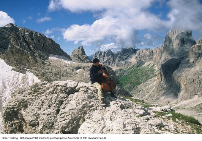 violoncellista viaggi e natura silenzio scuola natura musica colta Mario Brunello Giovanni Soldini Dolomiti deserto condivisione ascolto arte 7 mosse per l'Italia