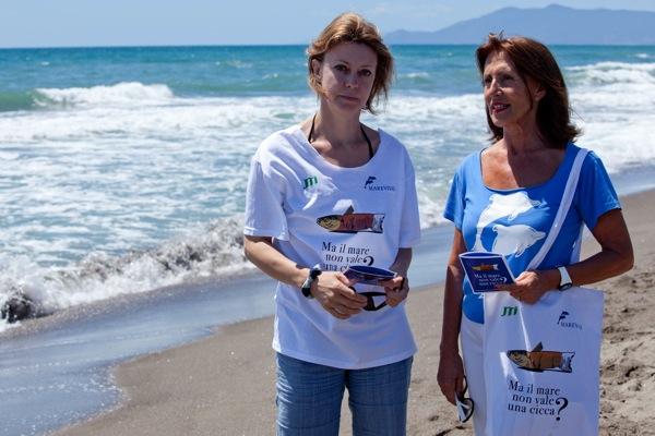 """Carmen di Penta, Direttore Generale Marevivo, e Margherita Buy, testimonial della campagna Marevivo """"Ma il mare non vale una cicca?"""""""