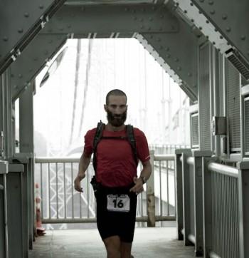 Alex Bellini all'arrivo della NY Footrace 2011 (27 agosto, New York, Times Square).