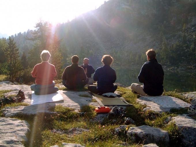 Trekking yoga al alba