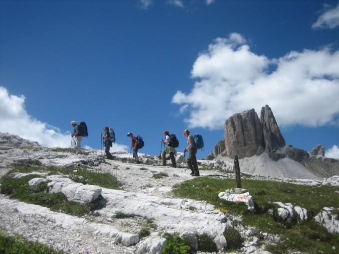 Trekking yoga sulle Dolomiti di Lavaredo. Verso il Rifugio Locatelli