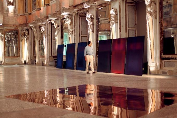 Revenants da suite cariatidi e lastre di rame a pavimento, foto di Davide Comelli