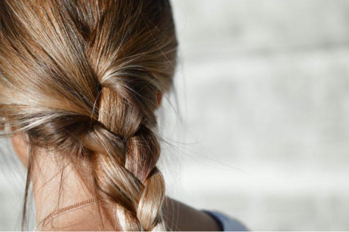 capelli con treccia