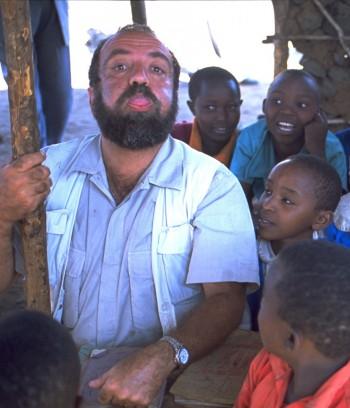 Giobbe Covatta in Africa con Amref