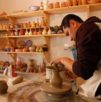 Uno dei laboratori artigianali aperti nel borgo di Riace - Calabria
