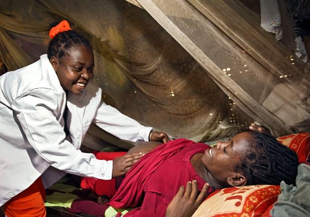 Esther Madudu Premio Nobel per la Pace 2012, un'ostetrica Africana simbolo di tutte le ostetriche che combattono ogni giorno per le madri africane