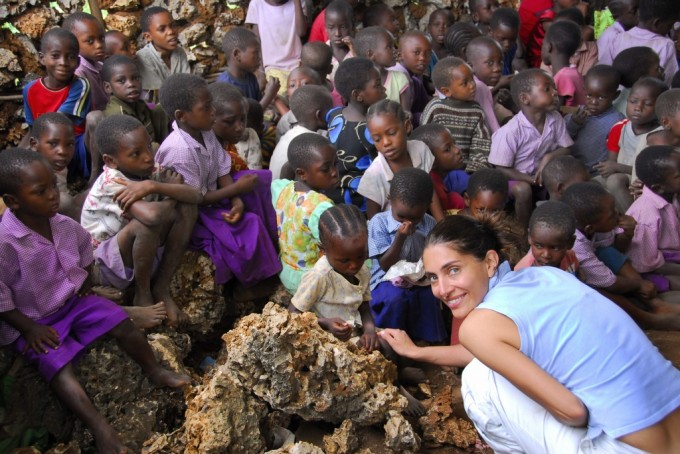 Caterina Murino in Africa con Amref