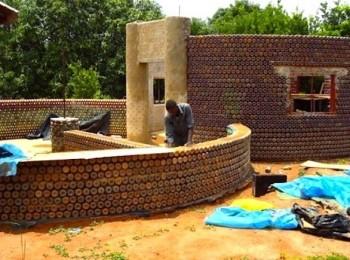 rifiuti riciclo Nigeria energie rinnovabili DARE casa sostenibile casa bottiglie di plastica