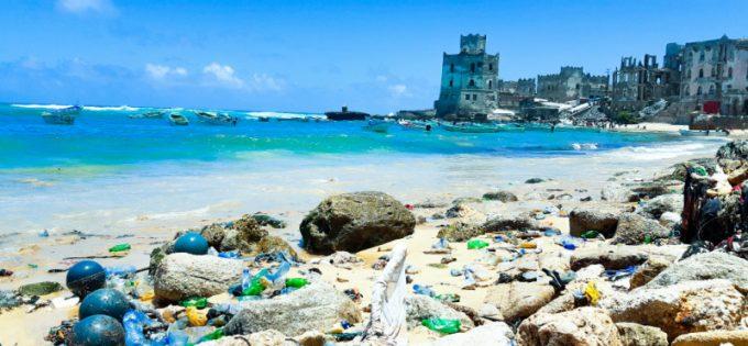 Salvare gli oceani eliminando la plastica