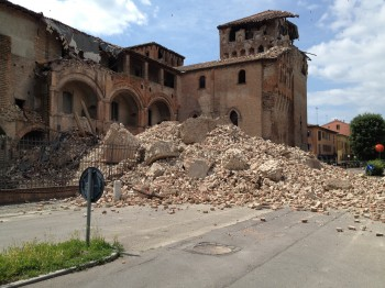 terremoto terremotati tango illegal tango solidarietà Piazza Affari Milano Emilia Romagna emergenza terremoto aiuti