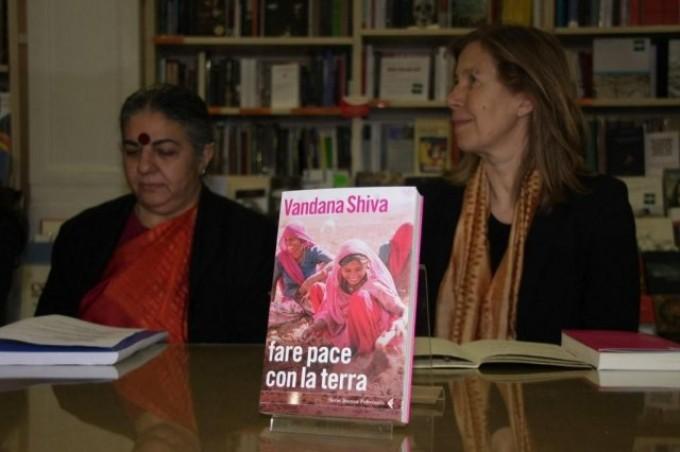 Presentazione del libro alla Feltrinelli, foto tratte dalla fotogallery del sito, navdanyainternational.it