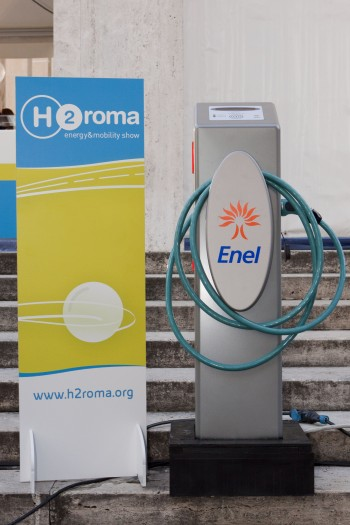 trasporto e sostenibilità mobilità sostenibile Enel Distribuzione colonnine ricarica auto elettrica