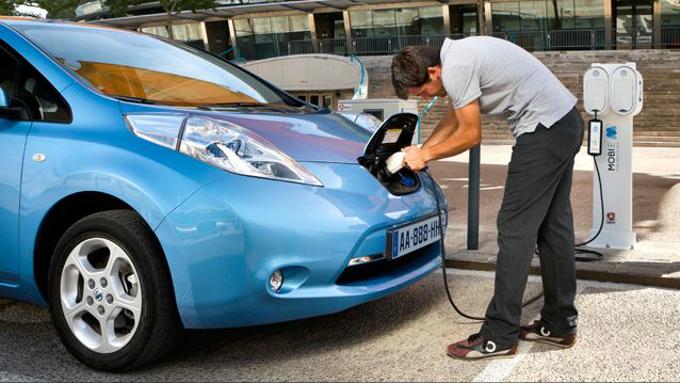 sicurezza risparmio energetico politiche energetiche Pianeta Nissan Italia mobilità sostenibile Leaf internet inquinamento dellaria inquinamento ambientale impatto zero green Giuseppe Alesci energia elettrica emissioni CO2 combustibile fossile colonnine ricarica batterie a litio auto elettrica