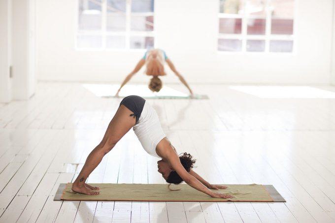 Yoga: posizione del cane a testa in giù