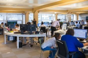 L'interno della redazione, photo di Reto Oescher