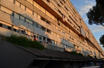 sviluppo economico sostenibile spazi di aggregazione serre idroponiche riqualificazione urbana pergole fotovoltaiche partecipazione popolare modello abitativo inclusione sociale degrado urbano Corviale abbattimento
