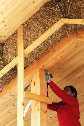 Isolamento di un tetto in paglia