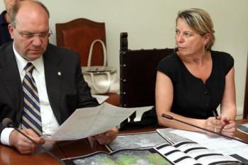 Wittfrida Mitterer con Antonio Del Corvo, presidente della Provincia dell'Aquila
