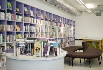 L'interno di uno degli Idea Store