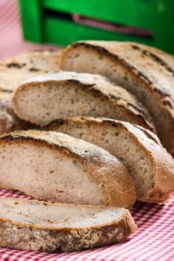 Filone di pane tostato con sorgo e semi di girasole Foto di Iuri Niccolai