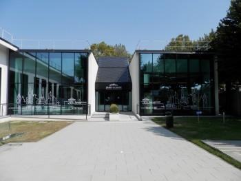 riduzione delle emissioni di CO2 laboratorio e centro polivalente Saint Gobain Habitat Lab edifici sostenibili Edifici a energia quasi zero certificazione Leed Platinum benessere visivo