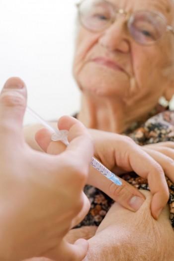 Vaccinarsi contro l'influenza aiuta a prevenire la polmonite, Image by iStock
