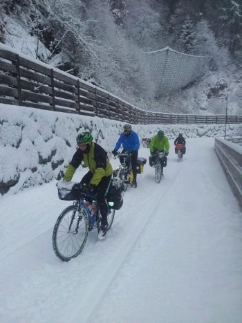 In bicicletta per 1300 km contro il cambiamento climatico