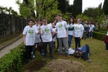 I partecipanti al Plant for Planet al Vittoriale di Gardone Riviera