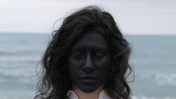 """Una scena del videoclip musicale, """"Si mori u mari"""" inno per il sì al referendum anti trivelle"""