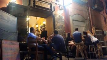 Spuzzulè, locale dei Quartieri Spagnoli di Napoli arredato con oggetti di recupero