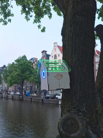 Ad Amsterdam grazie a Treewifi una casetta sull'albero misura l'inquinamento della città. E se i livelli sono bassi consente a tutti di collegarsi gratuitamente a Internet,