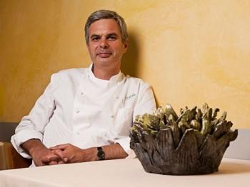 Lo chef, bandiera del vegetarianismo, Pietro Leemann ritratto nel suo ristorante Joia