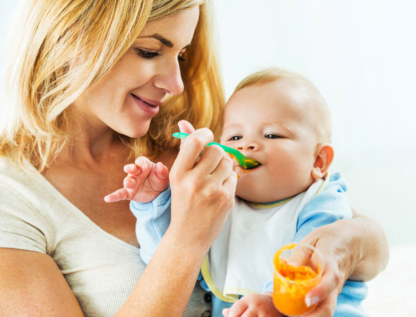 Svezzamento di un neonato